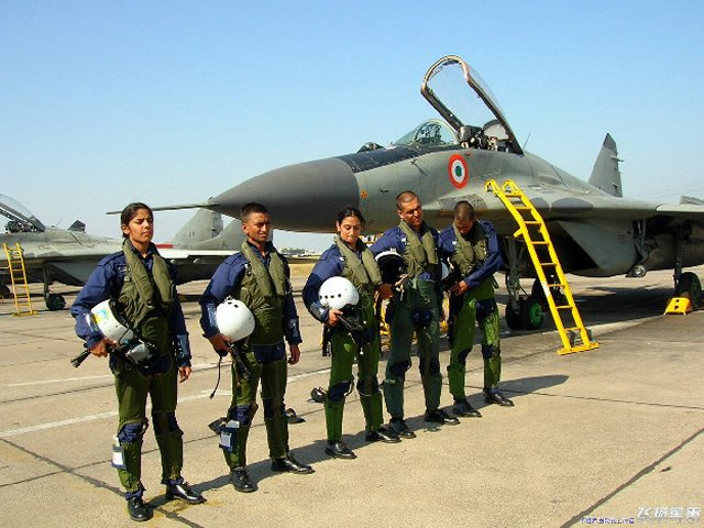 Indian MoD officially approves induction of women fighter pilots in the IAF 640 001