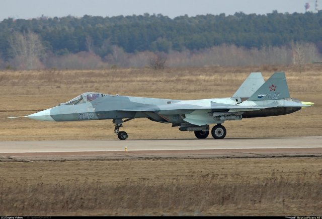 Russian Military Photos and Videos #4 - Page 2 First_pictures_of_Russia_s_T_50_PAK_FA_fighter_fitted_with_air_to_surface_weapons_640_002