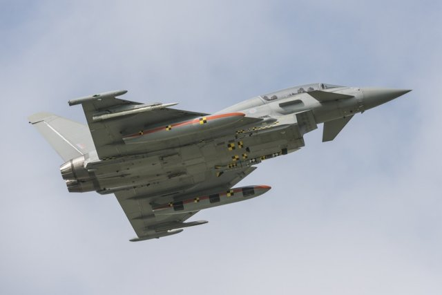 Eurofighter Typhoon successfully completes further Storm Shadow and Meteor missiles  trials 640 002