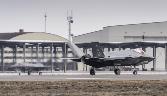 US Air Force conducts first simulated F 35A Lightning II fighter jet deployment 640 001