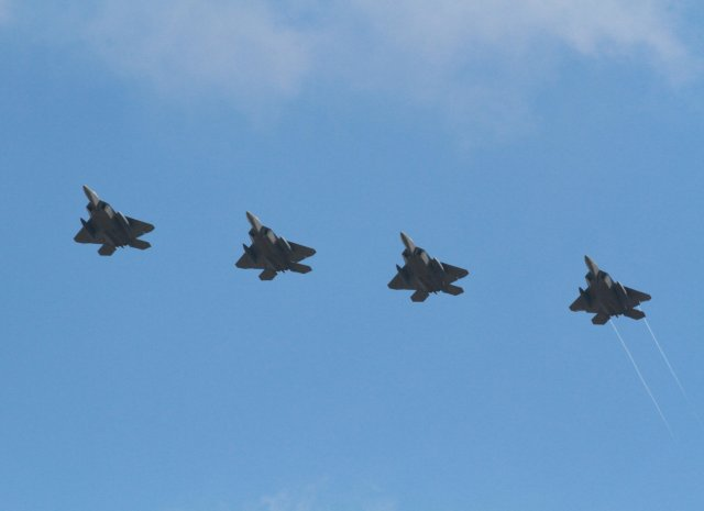 US Air Force flies four F 22 Raptor fighter jets over South Korea 640 001