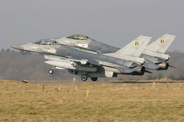 Belgian F 16s about to start raids against IS targets in Syria and Iraq 640 001