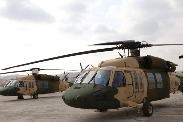 Jordan receives 8 Black Hawk helicopters from US to help in fight against ISIS 640 001