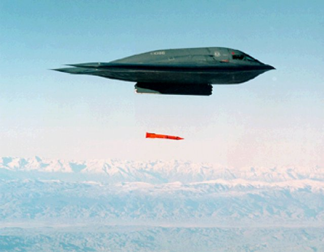 USAF conducts surveillance flight tests with unarmed B 61 nuclear bombs 640 001