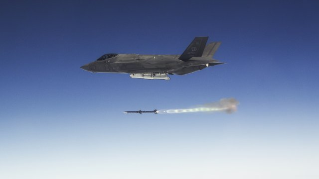 F 35 test pilots complete Weapons Delivery Accuracy flight trials 640 001