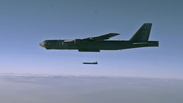 USAF B 52H bomber successfully test launched AGM 86B nuclear cruise missile 640 001