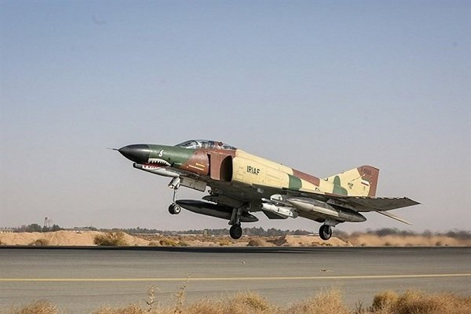 Iran successfully overhauled another F 4 fighter jet 001