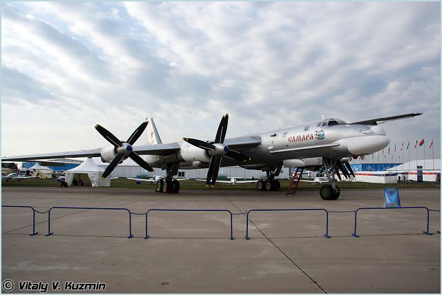 Tu-95 Tu-95MS Tupolev strategic bomber aircraft technical data sheet specifications intelligence description information identification pictures photos images video Russia Russian Air Force aviation air defence industry military technology