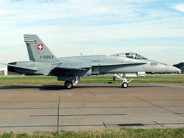 The Ministry of Defence of Switzerland announced today that a Boeing F/A-18 Hornet crashed in the Obwald county (center of the country).