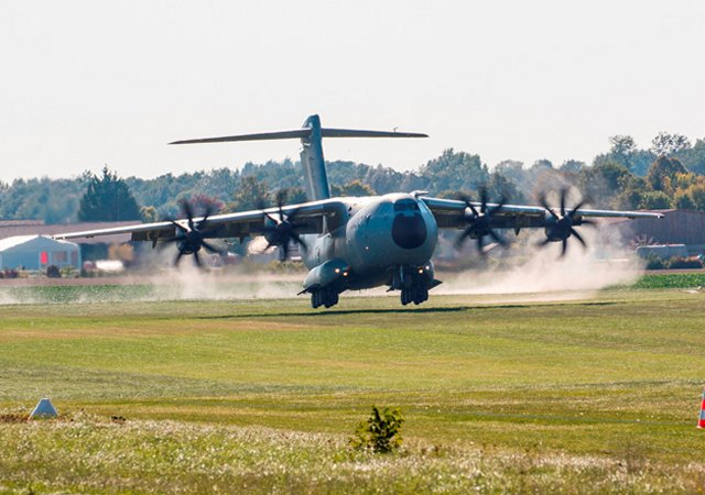 Airbus A400M military airlifter successfully achieves grass runway certification tests 640 001