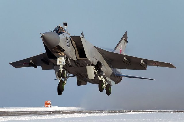 Russia Far East air regiment receives three upgraded MiG 31BM fighter jets 640 001