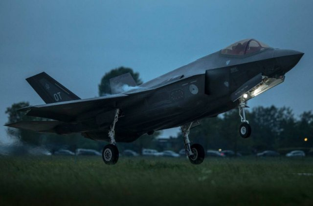 RNLAF two first F 35A fighter jets landed at Leeuwarden Air Force Base 640 001