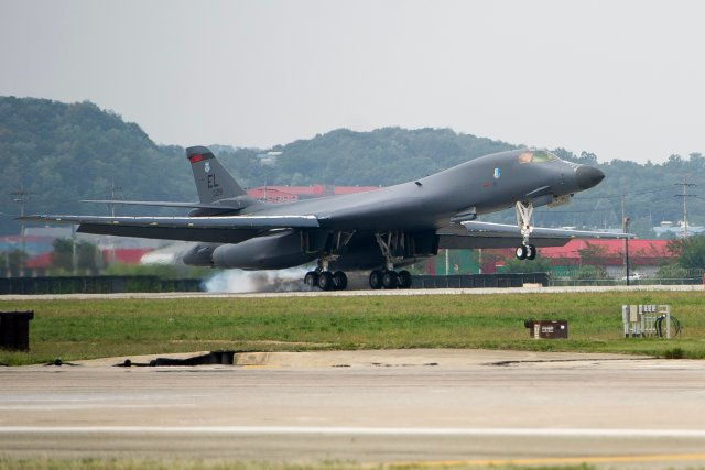 USAF sends B 1B Lancer bomber to Osan AB amid tension with North Korea 640 001