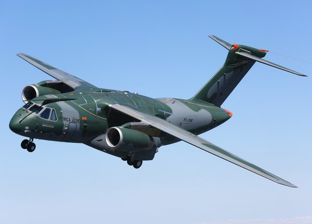 The new multi-mission military transport and tanker jet, the KC-390, concluded this week a successful 40-day demonstration tour. During this tour it flew over 19 countries and was presented to nine nations in Europe, Africa, Asia and Oceania. In total, 130 flawless flight hours were recorded, including several demonstration flights with representatives of potential operators.