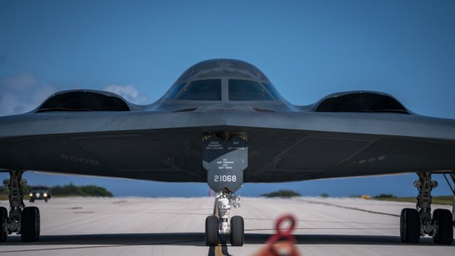 Three B 2 strategic bombers deployed to Andersen AFB 640 001