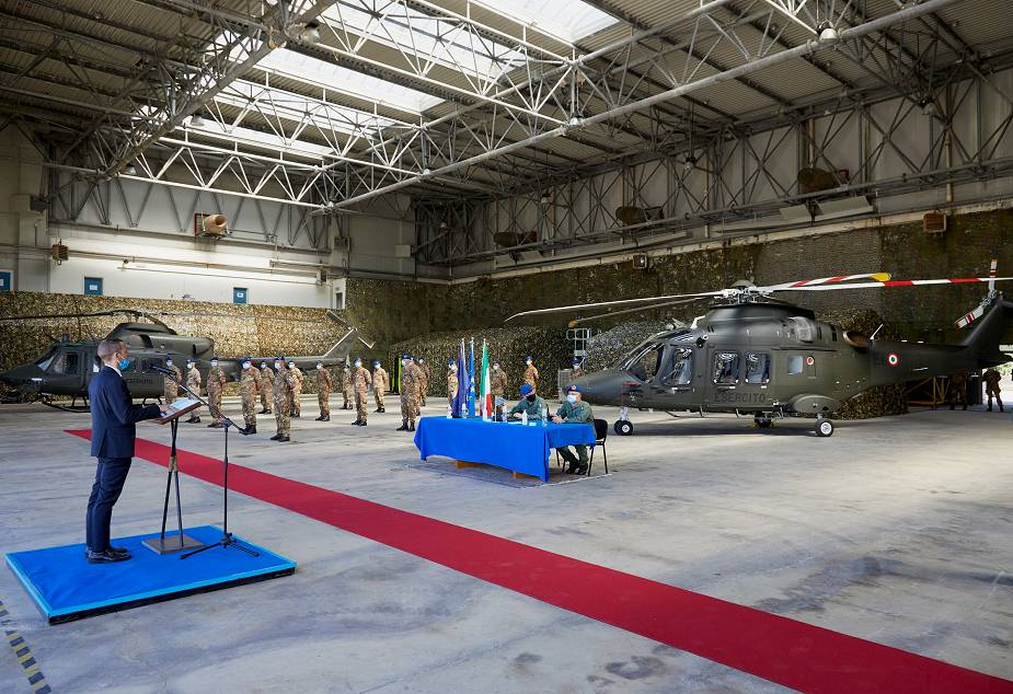 Leonardo delivers its first AW169 basic training helicopter to the Italian 925 001