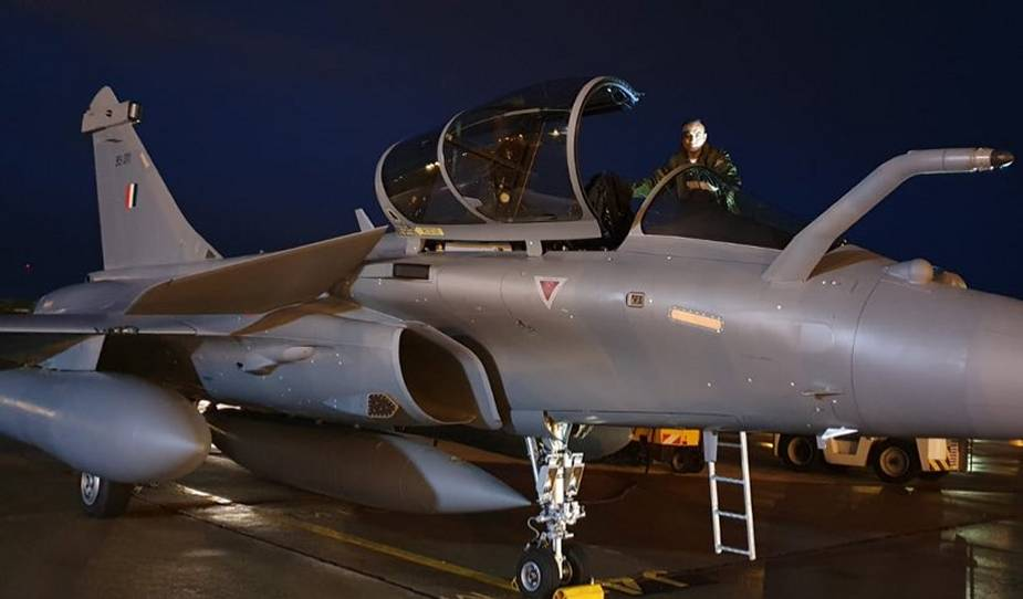 https://www.airrecognition.com/images/stories/news/2021/january/Three_new_Indian_Air_Force_Rafale_fighters_land_in_India.jpg